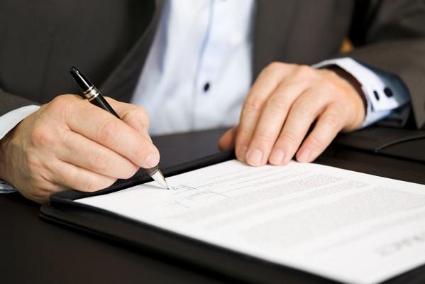 Umowy pośrednictwa transakcyjnego – o czym warto pamiętać [PORADNIK]